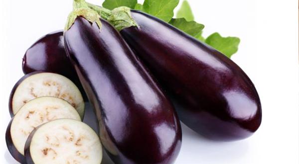 Esta hortaliza de verano, la estrella de un sinfín de recetas de la dieta mediterránea, es un yacimiento de salud. En las berenjenas todo es de provecho, ya que tanto su lustrosa piel como su pulpa carnosa contienen nutrientes de gran poder terapéutico.