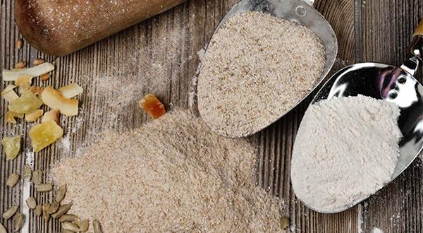 Esta reserva natural de minerales y vitaminas supera con creces el valor nutricional de la harina de trigo refinada. Su textura no es tan fina, pero tiene un sabor más intenso y, además, resulta más saciante.